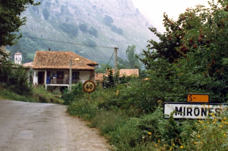 Mirones-dorp-1987