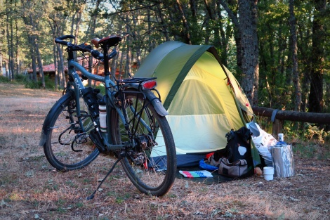 Op de gesloten camping