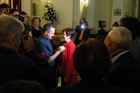 De mayorales voor 2016 krijgen een anjer opgespeld
